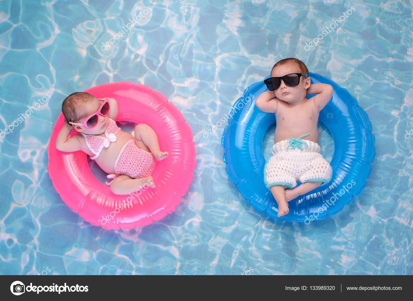Baby Twin Boy and Girl Floating on Swim Rings — Stock Photo ...