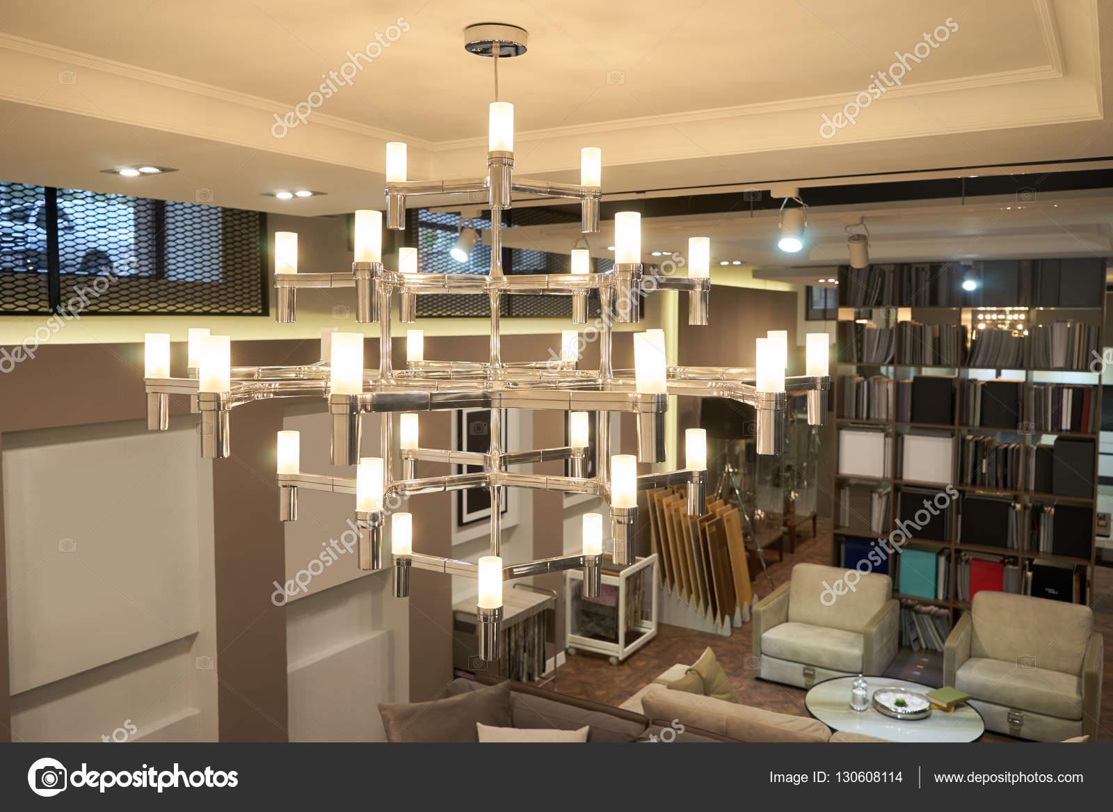 Lampadario luci soggiorno — Foto Stock © Himchenko #130608114