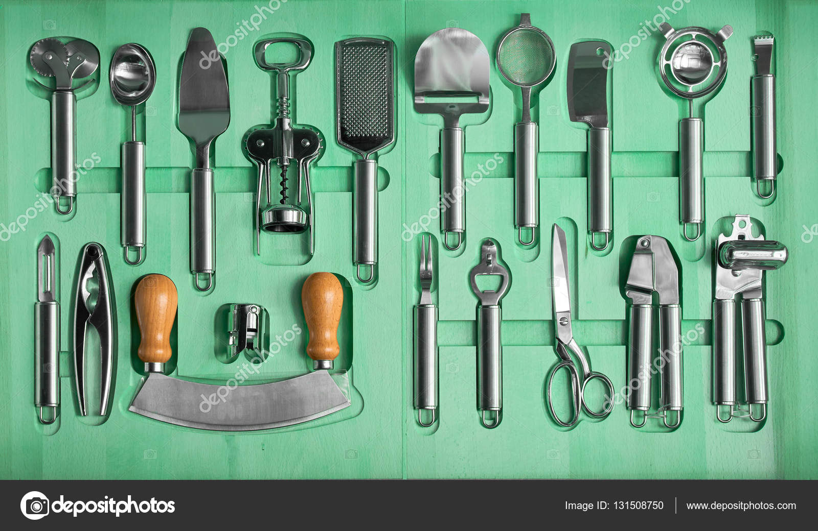 a set of kitchen utensils in a wooden box — Stock Photo © Himchenko ...