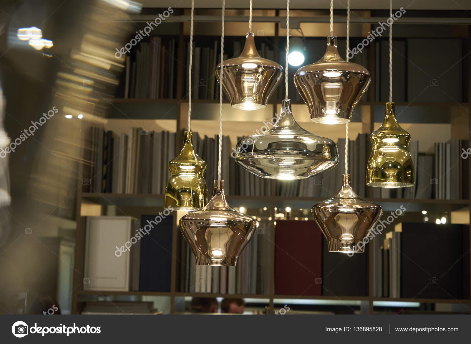 Lampadario luci soggiorno — Foto Stock © Himchenko #136895828