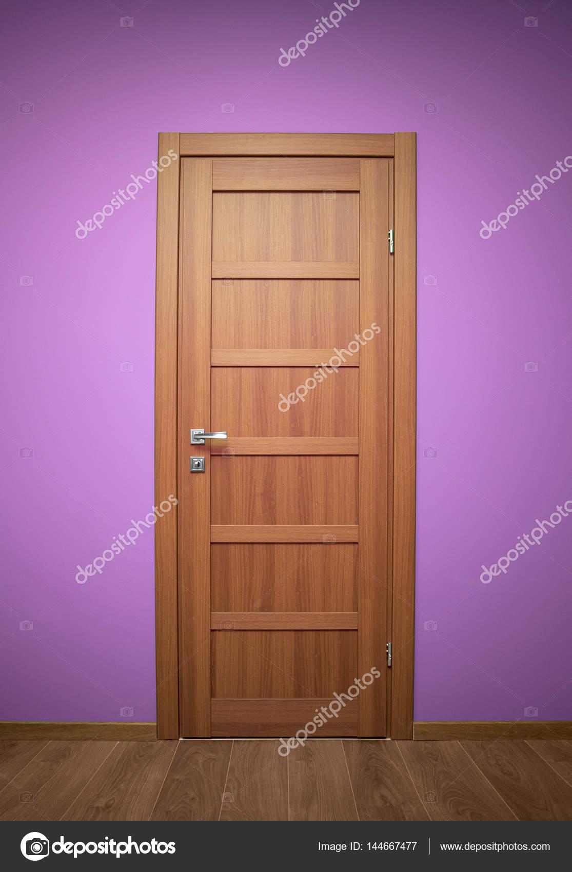 porte interne di legno — Foto Stock © Himchenko #144667477