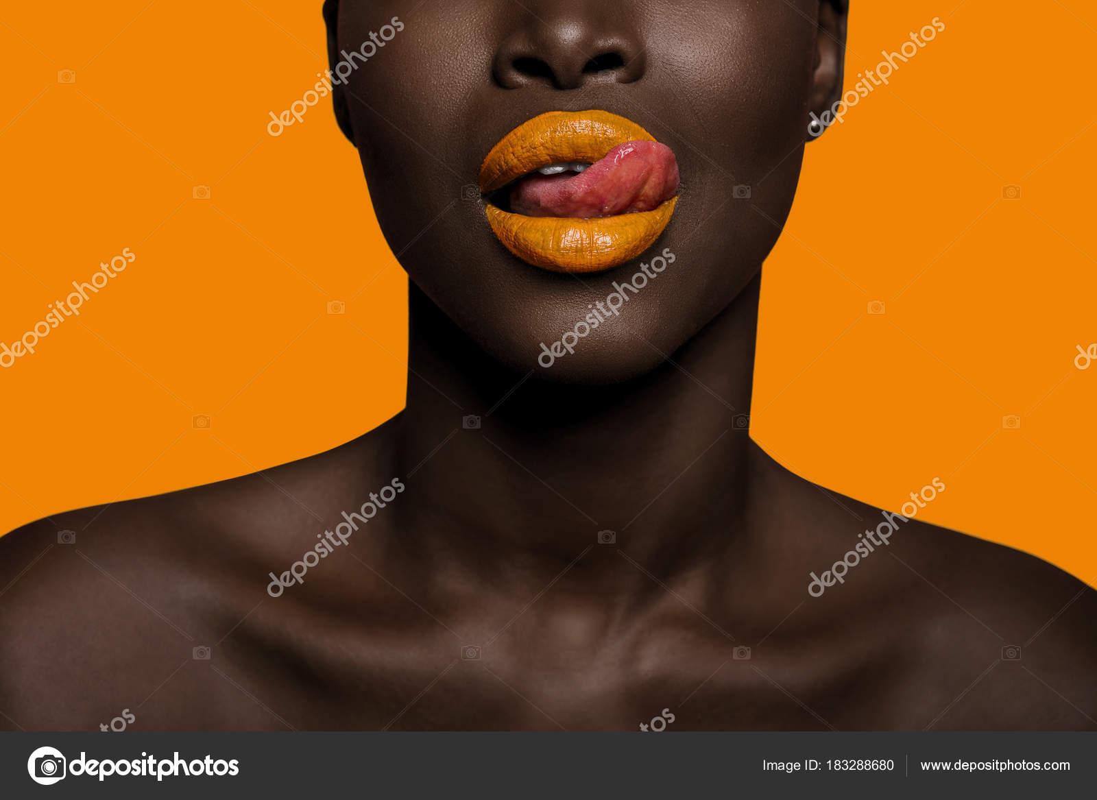 Concept De Couleurs Avec La Bouche De La Femme Afro Peau