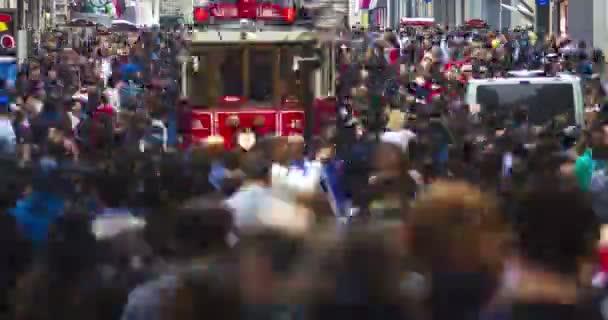 Istanbul, Turecko - 23. července 2016: Ulice Istiklal, Taksim. Timelapse.