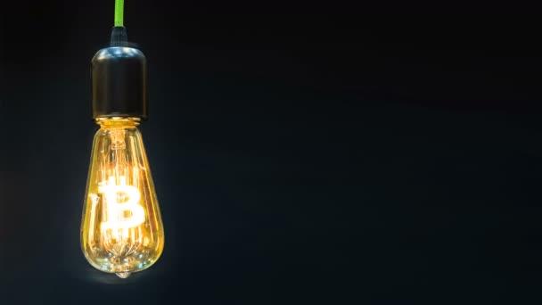 Znak měny šifrovací bitcoin je uvnitř retro lampy.
