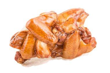 """Картина, постер, плакат, фотообои """"копченые, жареные куриные крылышки, сочные, розовое мясо, нежная корка, в упаковке без, несколько кусочков изолированы на белом фоне """", артикул 181423826"""