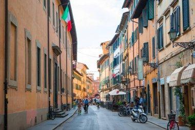 """Картина, постер, плакат, фотообои """"Старые красивые пустые узкие улочки в маленьком городе Лукка в Италии"""", артикул 132583844"""