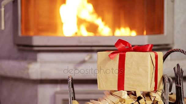 Closeup vánoční dárek pozadí krb Vánoce
