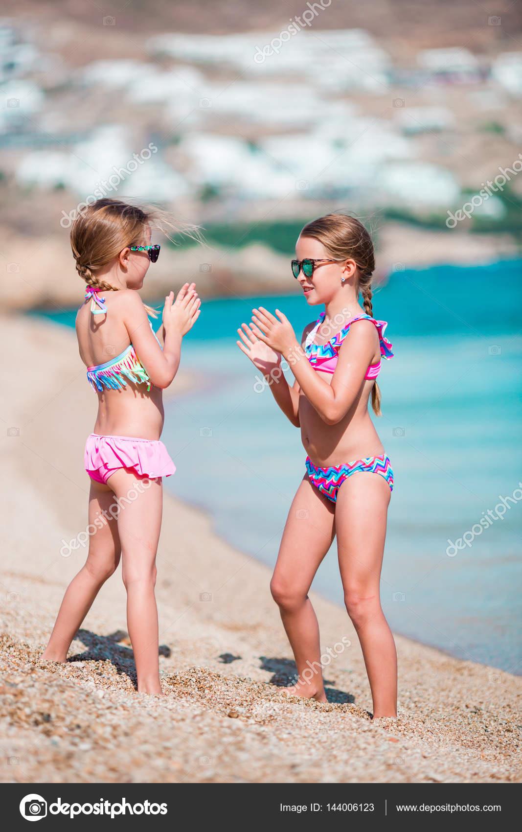 d03c3aeeaee91 Adorable little girls having fun during beach vacation — Stock Photo ...