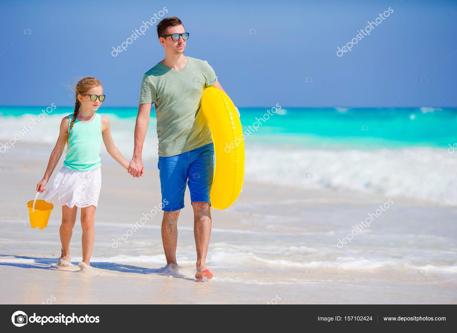 toys girls nudist beach