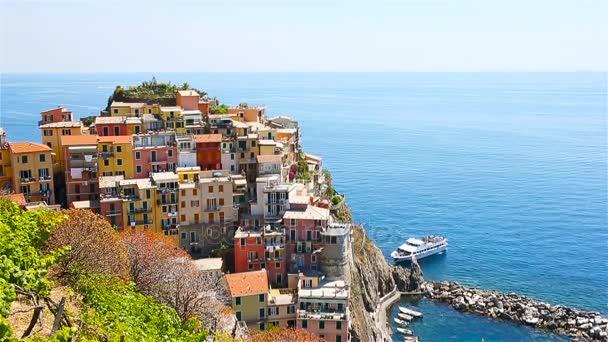 Zobrazit na architektuře vesničky Manarola. Krásné město je jedním z nejpopulárnějších staré vesnice v Cinque Terre. Zpomalený pohyb