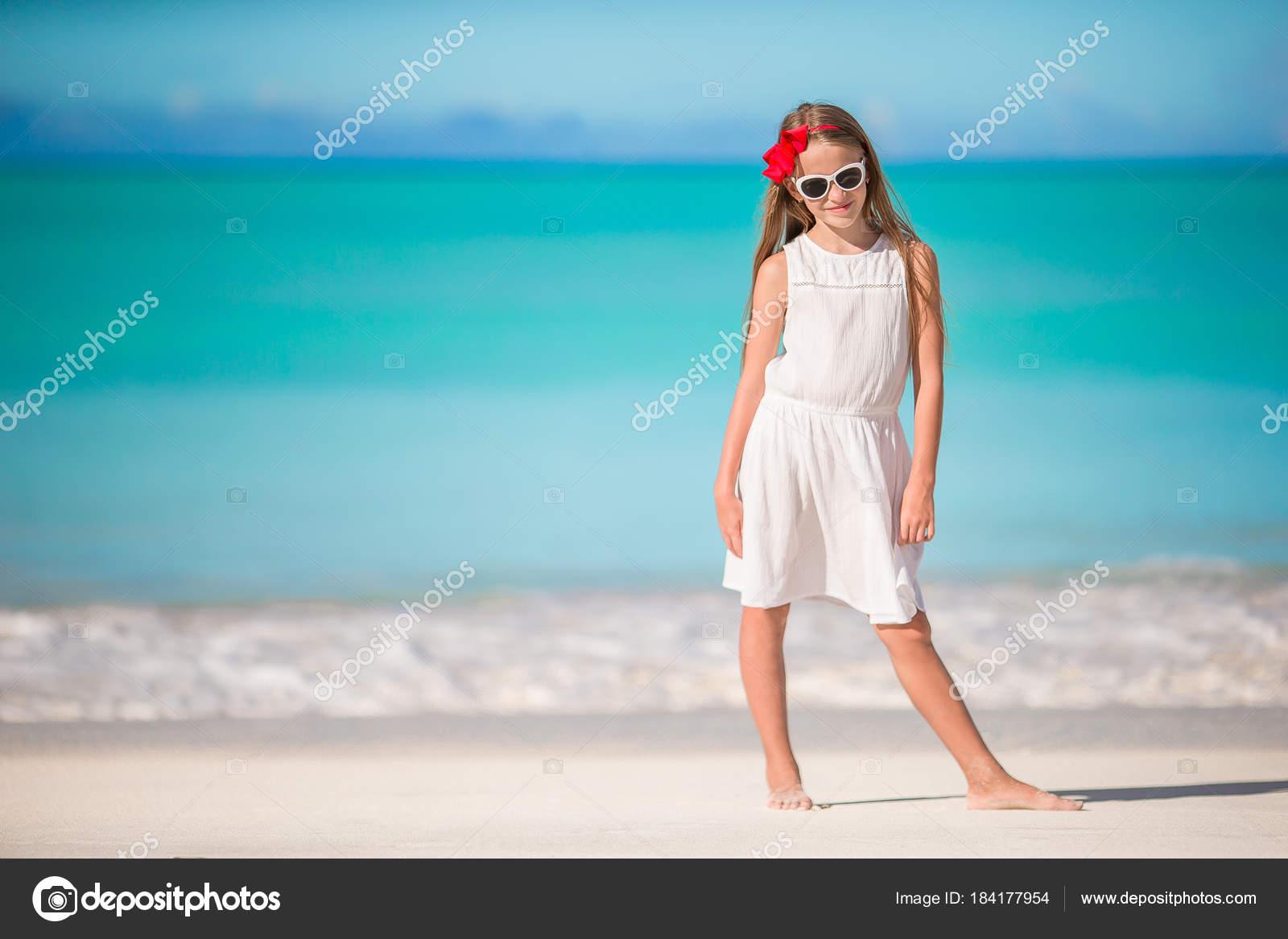 Vestidos Blancos De Playa Para Niñas Hermosa Niña En
