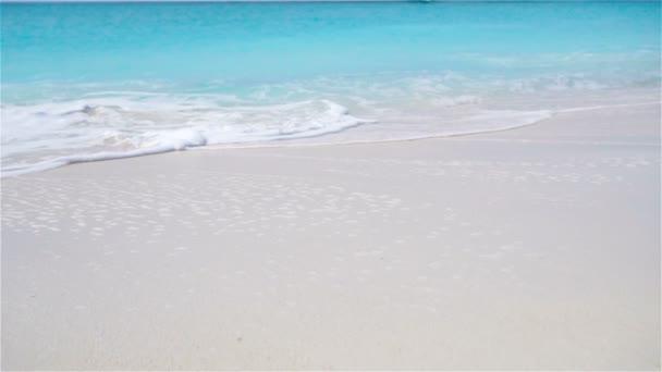 Perfektní bílé písečné pláže s tyrkysovou vodou