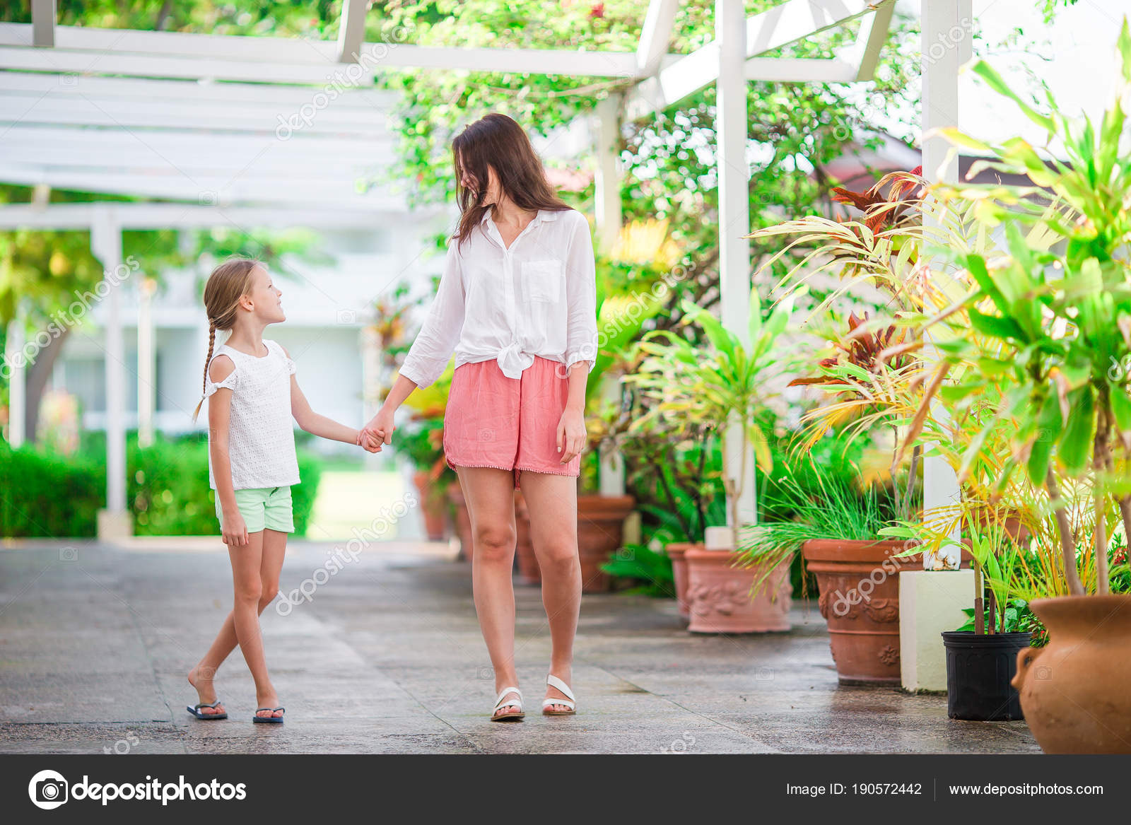 65a41f75f60b0 Beautiful mother and daughter at Caribbean beach enjoying summer vacation —  Stock Photo