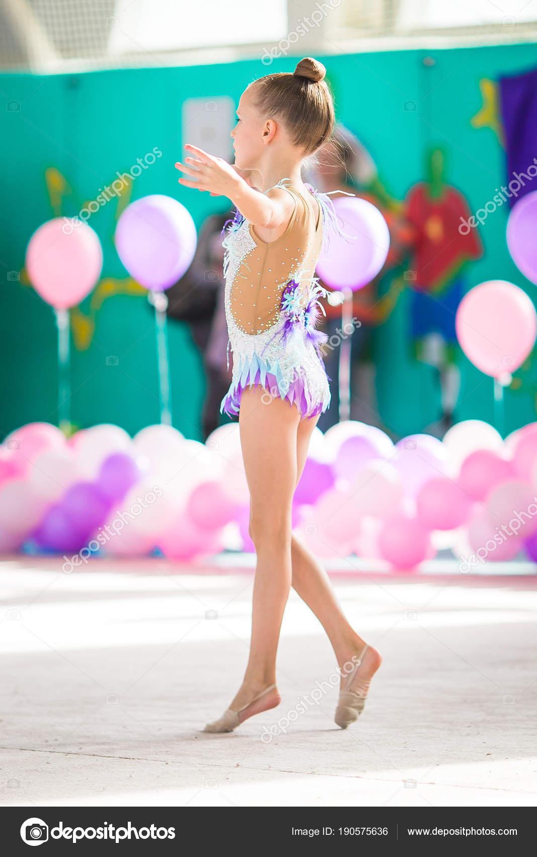 Пышные красивая гимнастика со стриптизом как