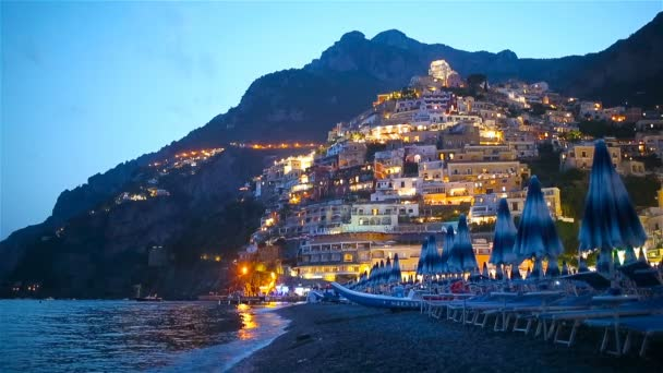 Krásná pobřežní města Itálie - malebné Positano na pobřeží Amalfi