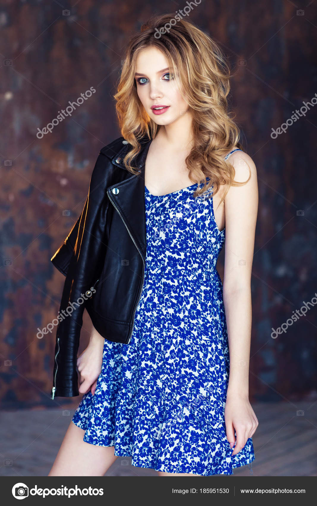 Rubia Con Brillante Vestido Chaqueta Ondulado Joven Pelo Azul d4qwdS