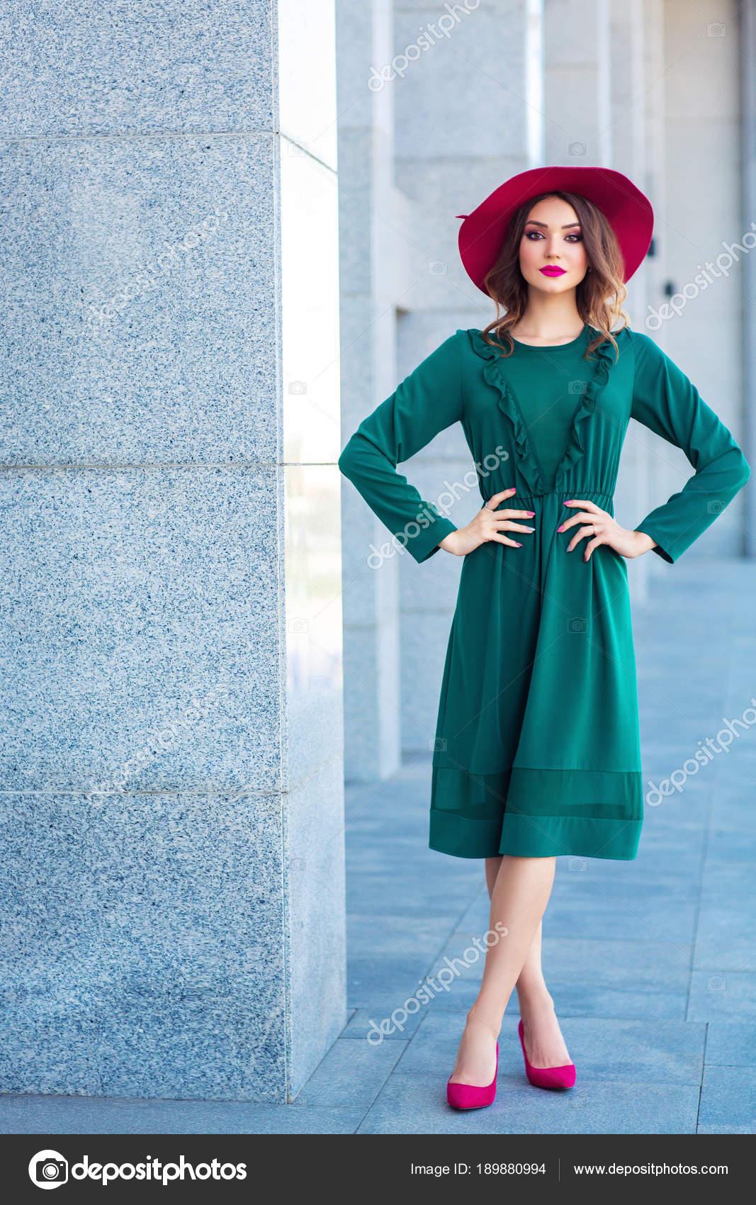 best authentic 42c86 7183a Ritratto Integrale Bella Donna Vestito Elegante Verde ...