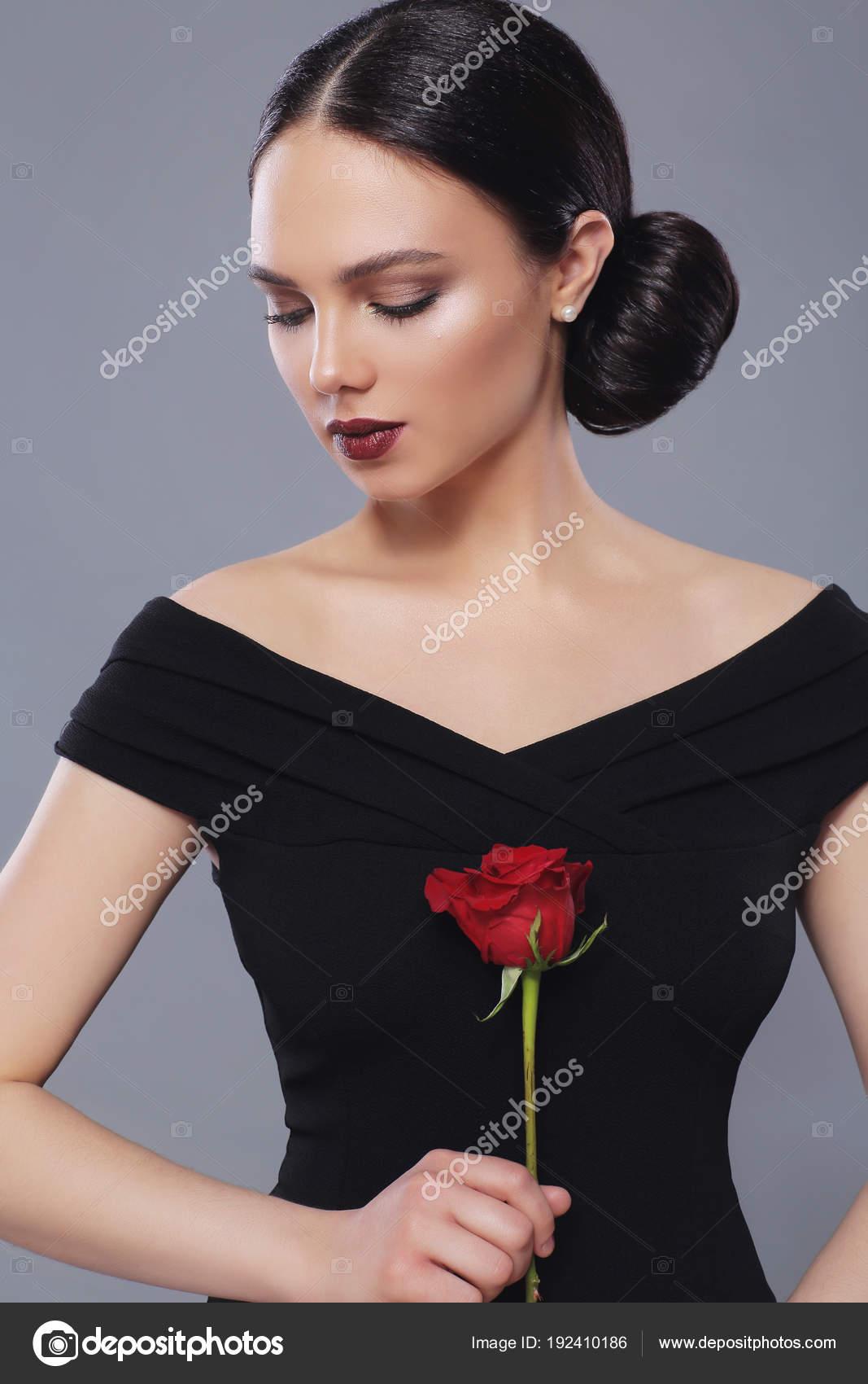 fiatal gyönyörű fekete nőszűk nedves punci képek