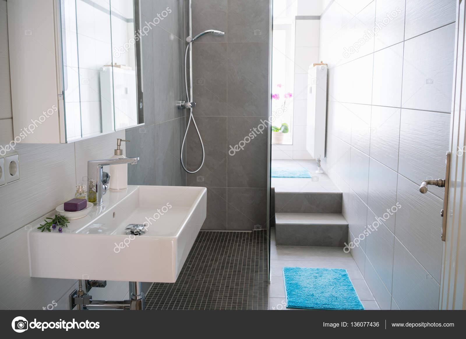 Interior moderno cuarto de baño — Foto de stock © racorn ...