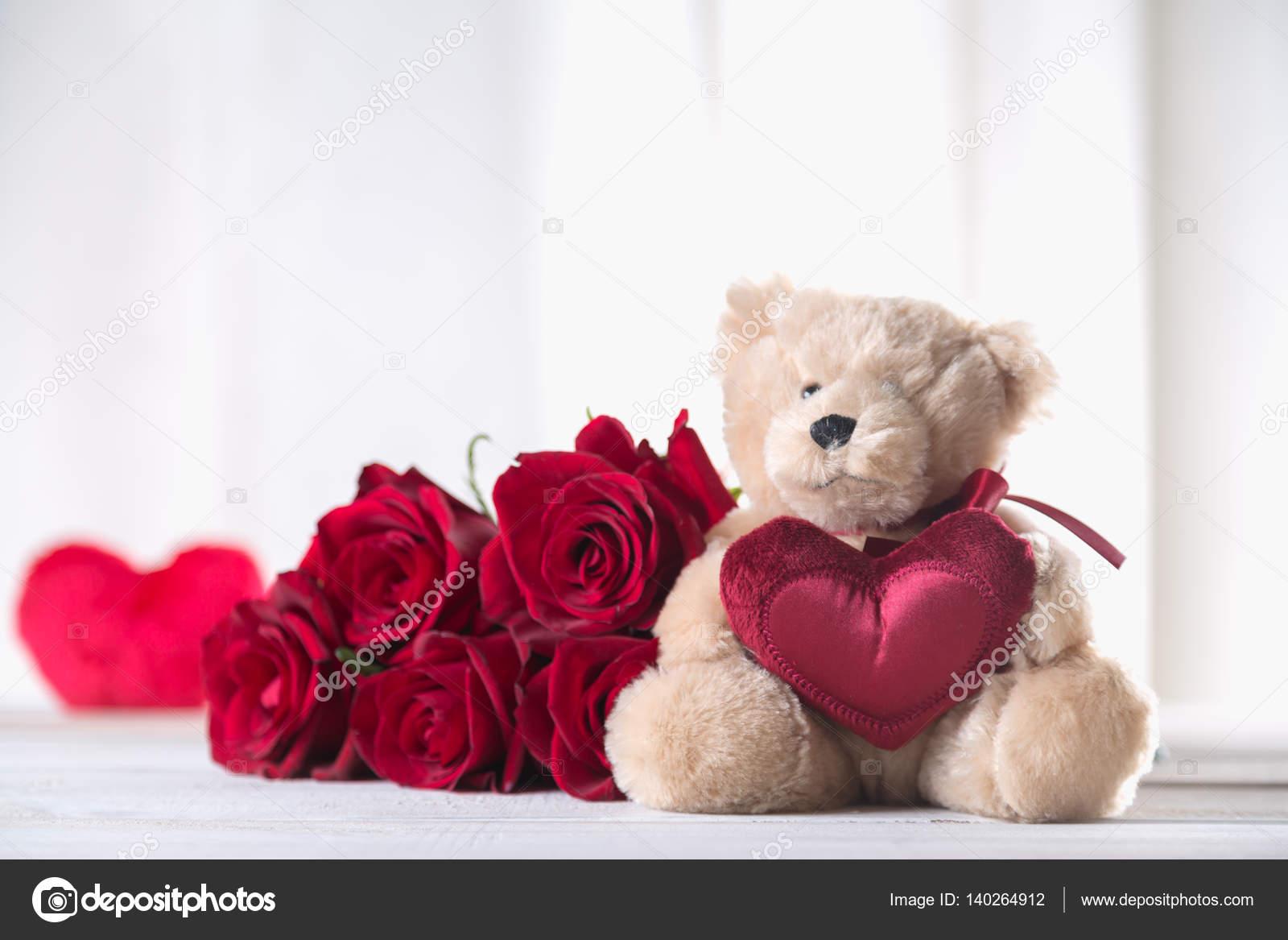 Urso De Pelúcia Fofo Dia Dos Namorados Com Rosas Vermelhas