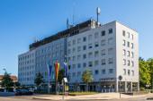Gemeinde Germering, Landkreis Fürstenfeldbruck, Oberbayern, Deutschland: Blick auf das Hauptgebäude des Rathauses, Rathaus (rathaus))