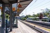Gemeinde Germering, Landkreis Fürstenfeldbruck, Oberbayern, Deutschland: Bahnsteig am Bahnhof Germering Unterpfaffenhofen