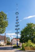 Fotografie Gemeinde Germering, Oberbayern, Deutschland: Maibaum, Ger. Maibaum im Stadtteil Unterpfaffenhofen