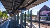 Gemeinde Germering, Landkreis Fürstenfeldbruck, Oberbayern, Deutschland: Bahnsteig am Hauptbahnhof Germering