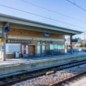Gemeinde Germering, Landkreis Fürstenfeldbruck, Oberbayern, Deutschland: Bahnhof, S-Bahnhof, Harthaus mit Gebäude und Wanderweg
