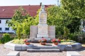 Gemeinde Germering, Landkreis Fürstenfeldbruck, Oberbayern, Deutschland: Ehrenmal, Kriegsdenkmal