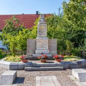 Fotografie Stadt Germering, Landkreis Fürstenfeldbruck, Oberbayern, Deutschland: Ehrendenkmal, Soldatendenkmal