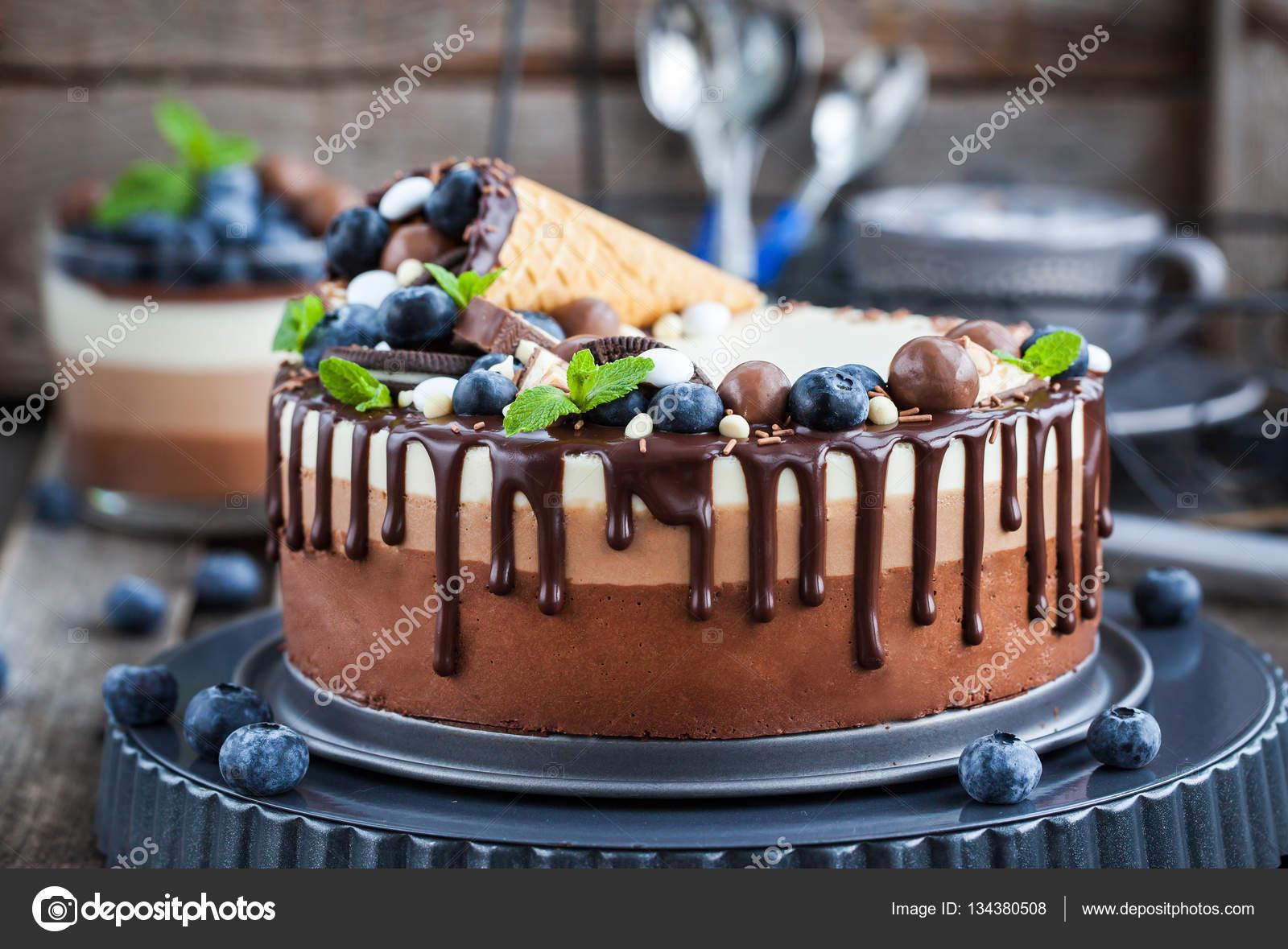 Bolo de mousse de chocolate de tr s stock photo kate for Decorazione waffel