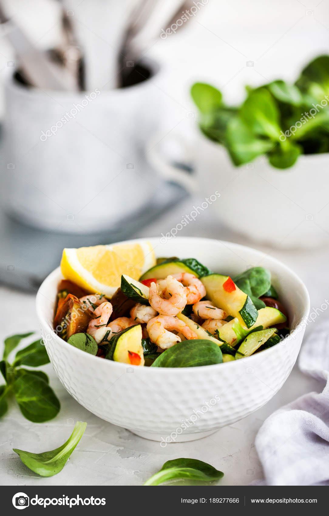 Krewetkami I Cukinia Ciepla Salatka Pyszne Zdrowe Jedzenie