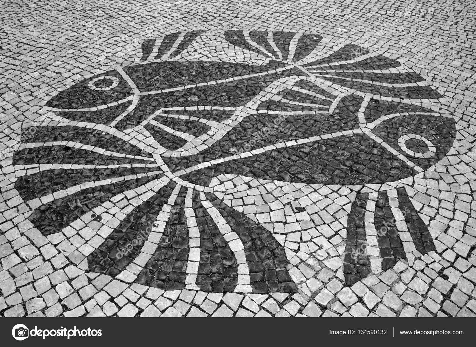 Disegno dei pesci in strada piastrelle mosaico portoghese u foto