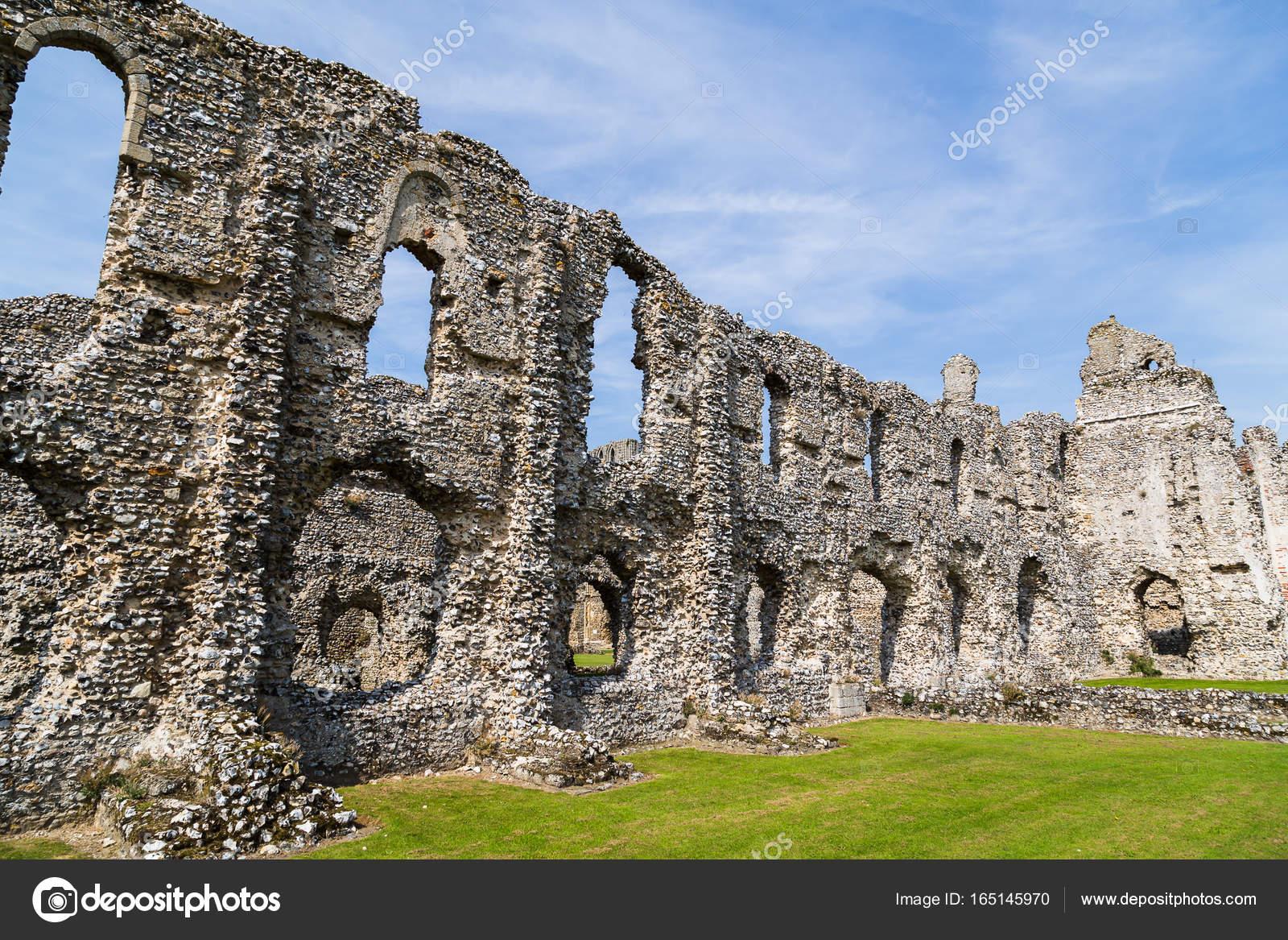 Reste der Burg Hektar großen Priorat — Stockfoto © wellsie82 #165145970