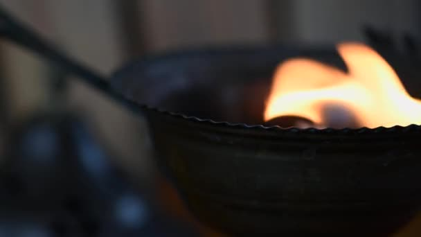 Preparation of the wood fire to burn incense in a cup