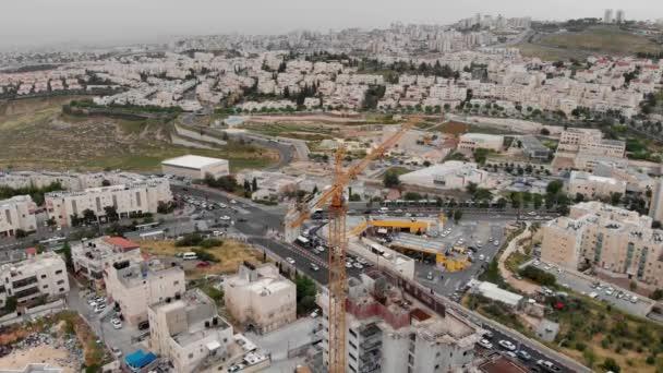 Jerusalem Baustelle und Kräne Luftaufnahme Überfliegen von Kränen und Baustelle in Pisgat zeev Nord-Jerusalem