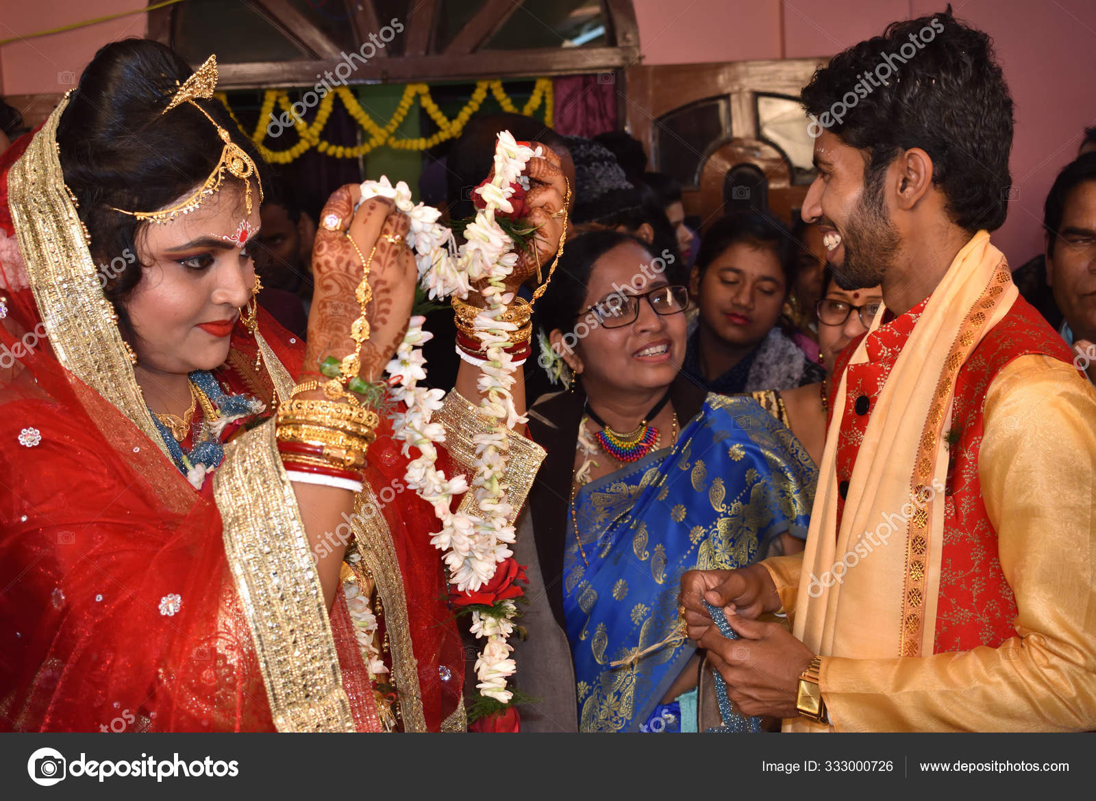 Indian Bengali Wedding Moment Bride And Groom Exchanging Garland To Each Other Stock Editorial Photo C Mahata Somnath Gmail Com 333000726