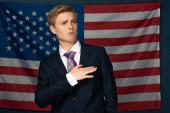 Fotografie man gesturing on american flag background