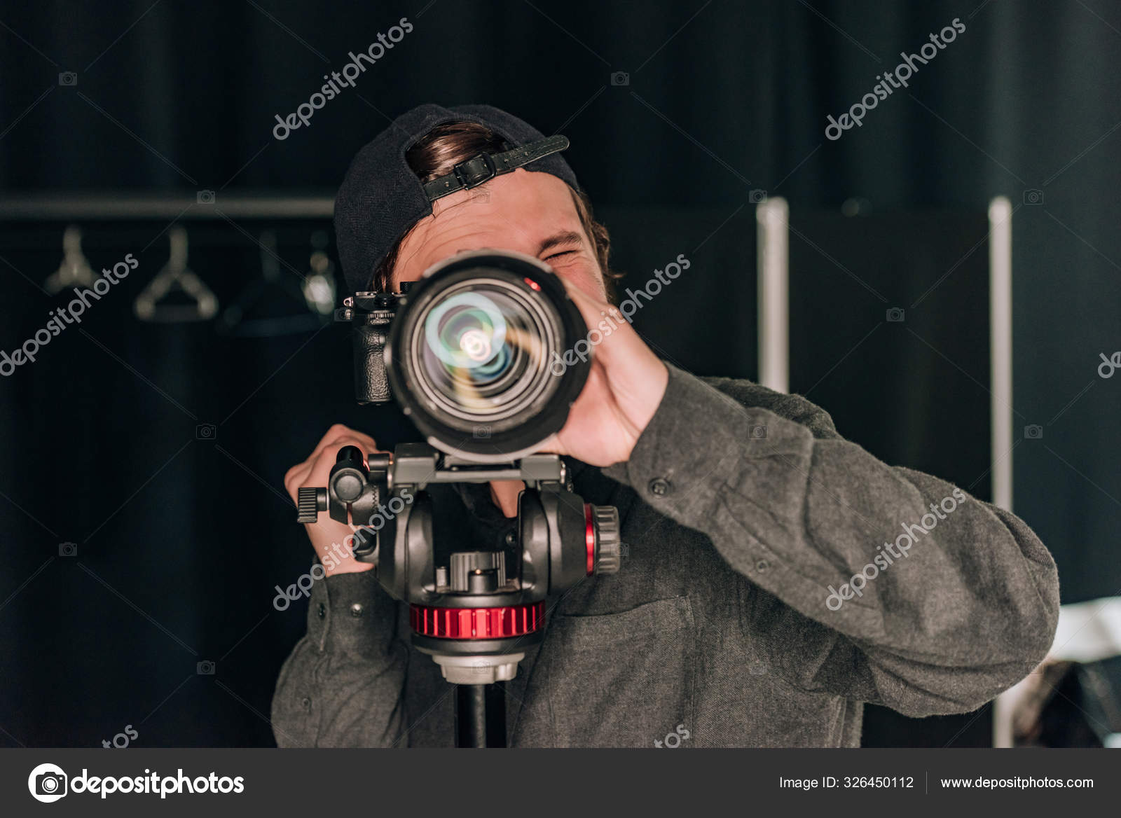 Одно время работал в фотосалоне