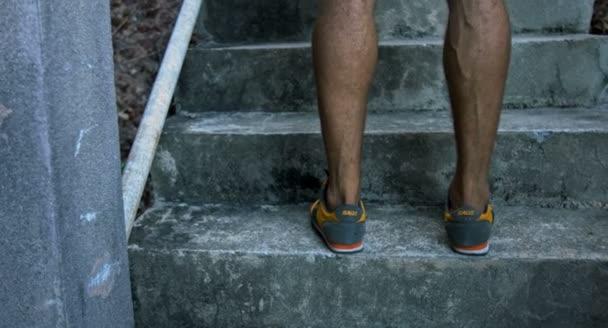 Kdo půjde po schodech nahoru