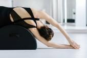 Fotografie Žena, která dělá reformátor Pilates cvičení