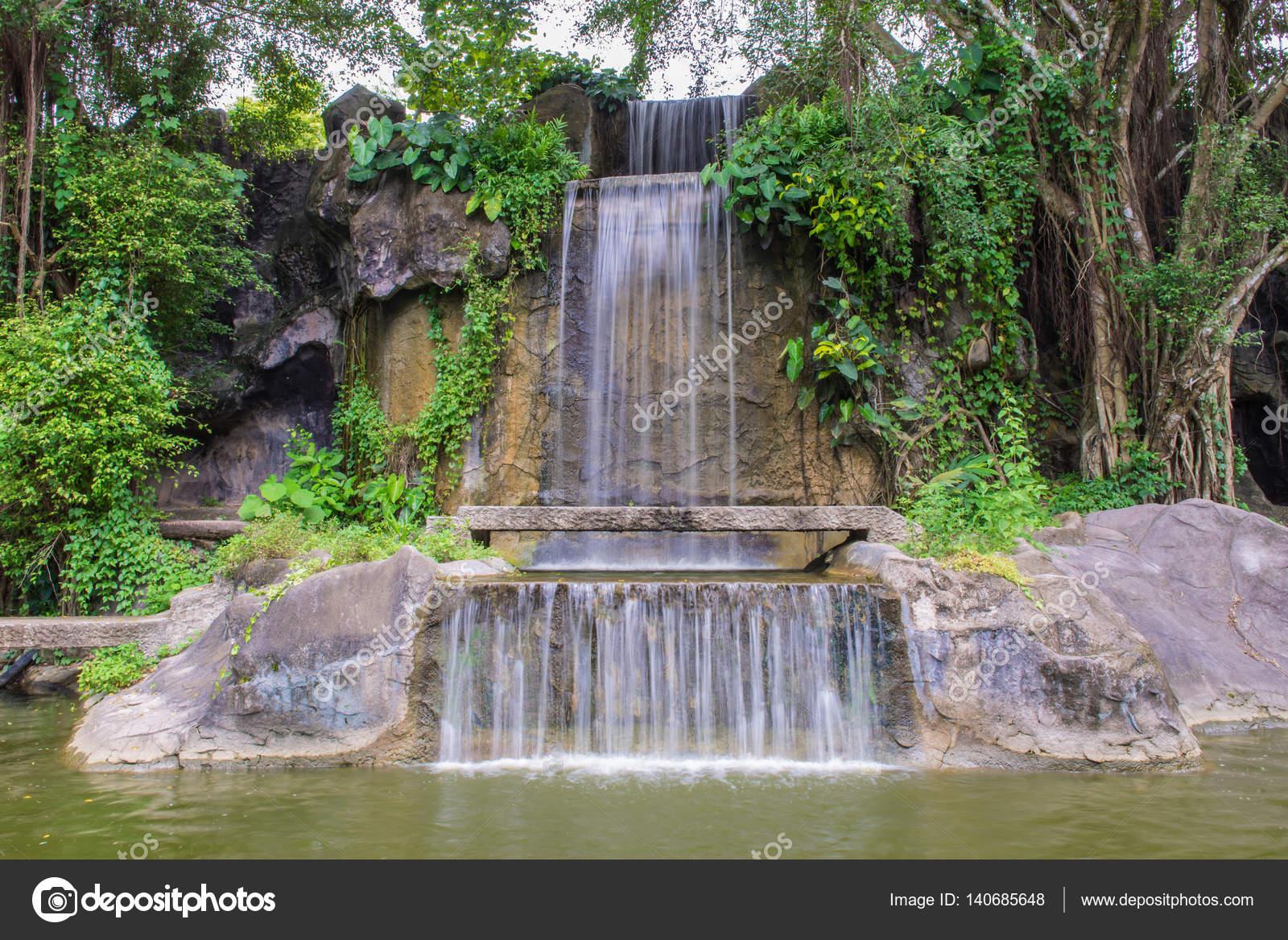 Wasserfall Im Garten Im öffentlichen Park U2014 Stockfoto
