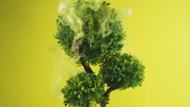 Abstraktní pozadí. Strom života pokrytý třpytivým zlatým prachem. Fantazie pozadí