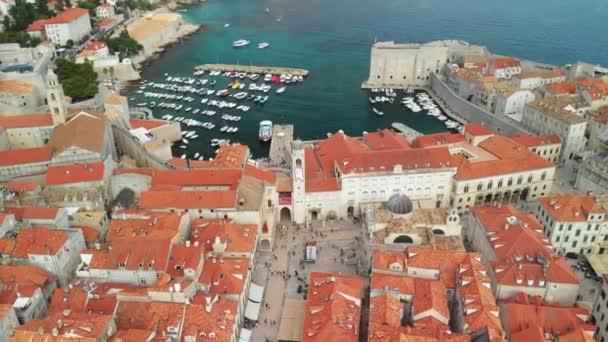 Slavné opevněné město Dubrovník s jeho přístavem