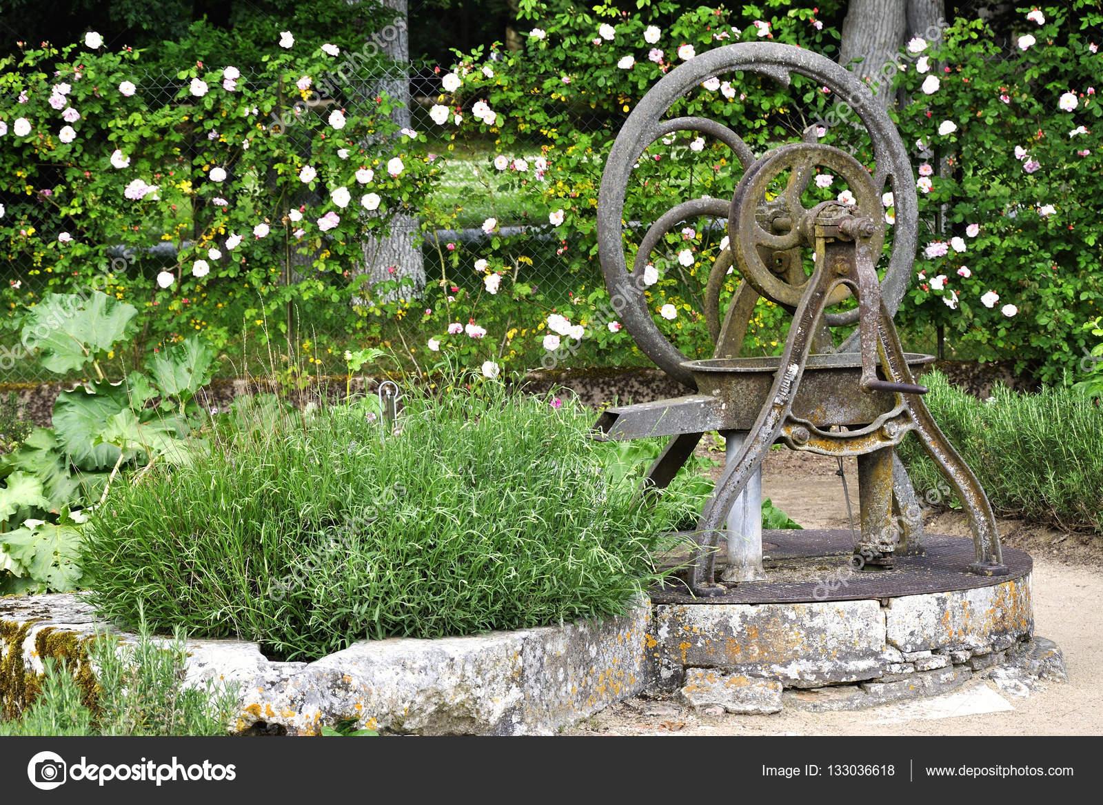 alte wasserpumpe — stockfoto © mirvav #133036618