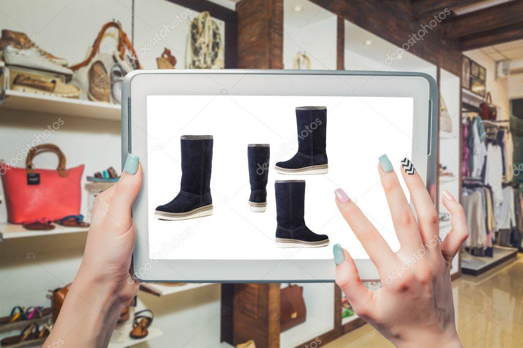 Женская обувь продажа онлайн — Стоковое фото © SergANTstar  128142996 d67bee510fb5c