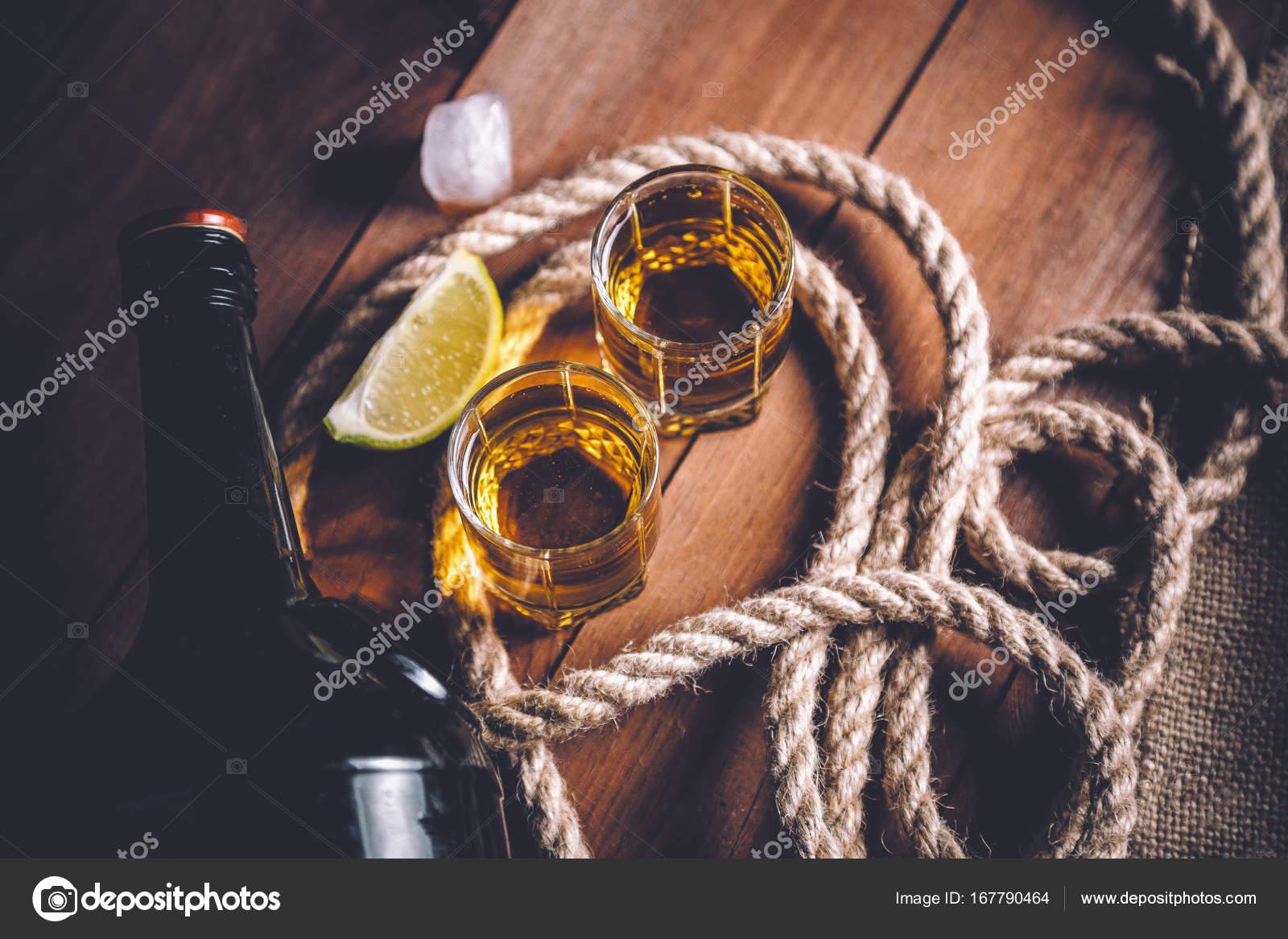 rum tequila, fotografia vintage bebidas fortes — Stock Photo