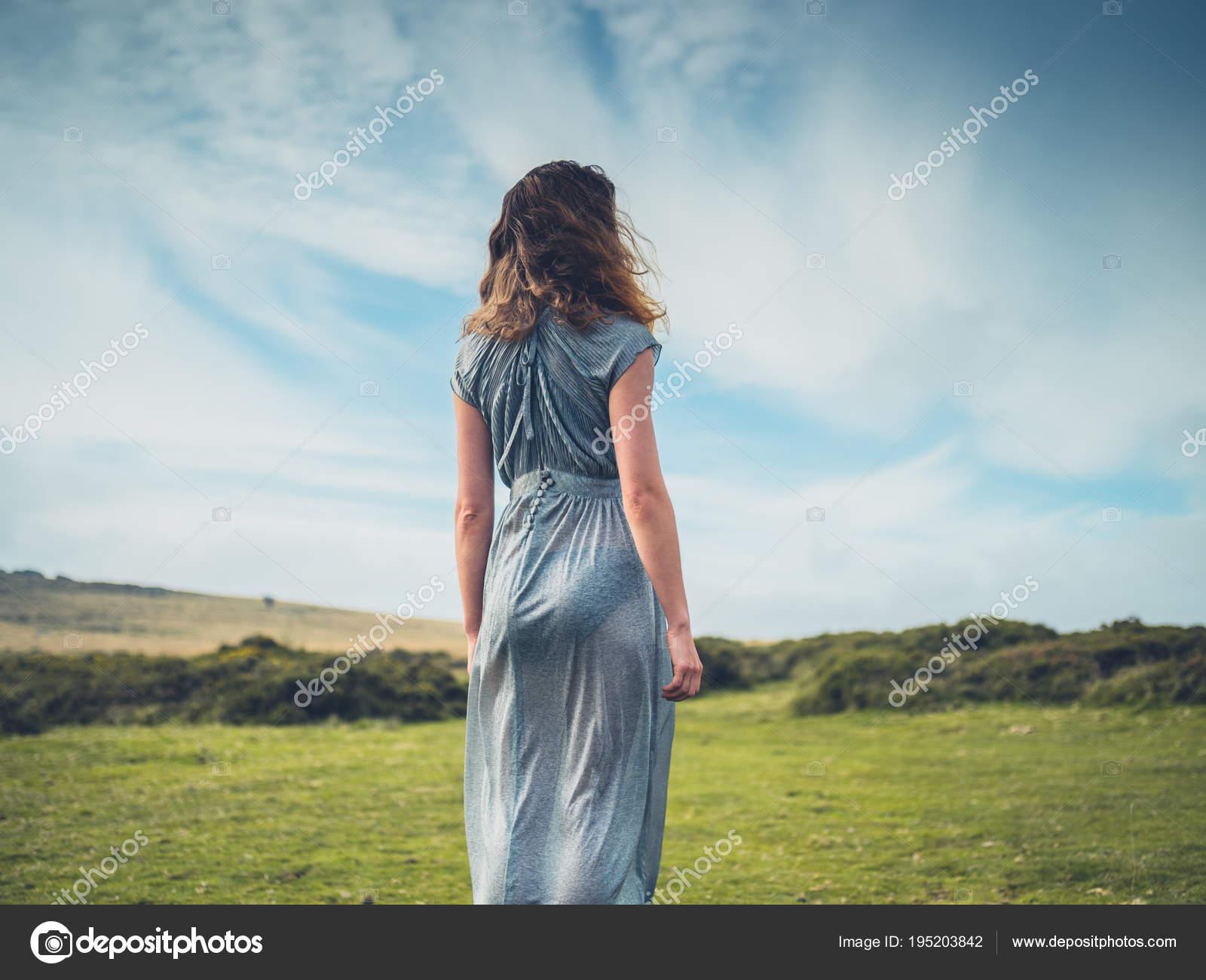 El Vestido En Hermosa Páramo Joven Mujer xCqBwtwS7I