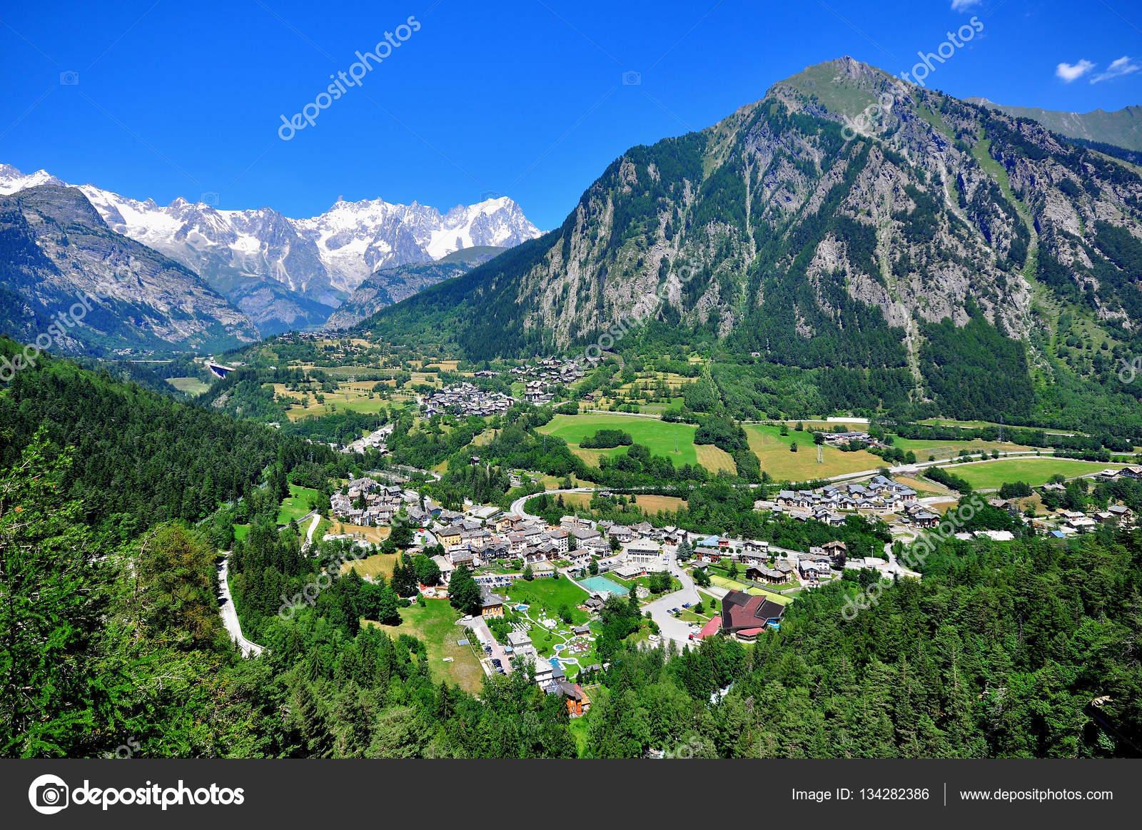 magnifique paysage de montagne en italie du nord photographie krasnevsky 134282386. Black Bedroom Furniture Sets. Home Design Ideas